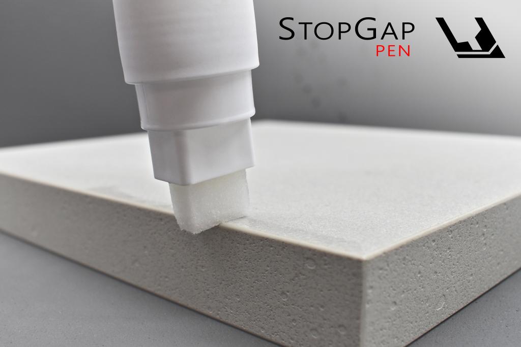 Manuelle Anwendung des STOPGAP PEN an einer Kante.